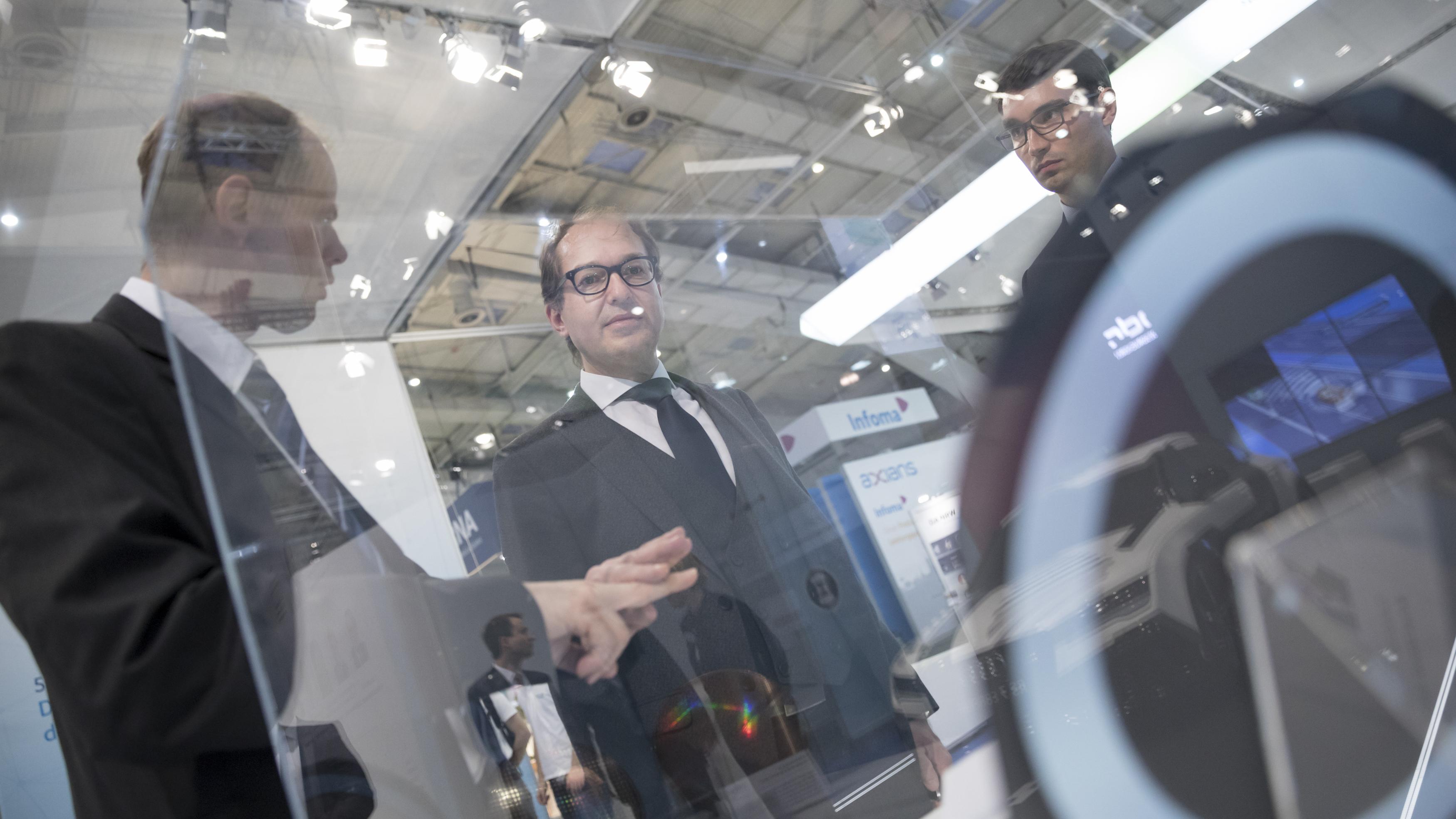 Alexander Dobrindt (Bundesminister für Verkehr und digitale Infrastruktur) besucht am 20/03/2017 den Stand vom BMVI auf der Computermesse CeBIT in Hannover.